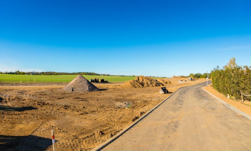 Bauland im Grünen mit Baustelle